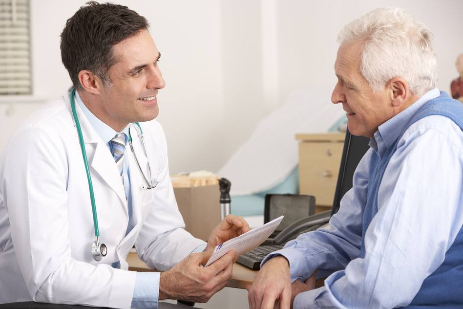 Senior Arztberatung wegen Liegeergometer